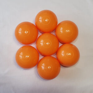 pomarańczowe kulki plastikowe